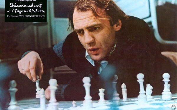 La fascinación del ajedrecista en un mundo equívoco